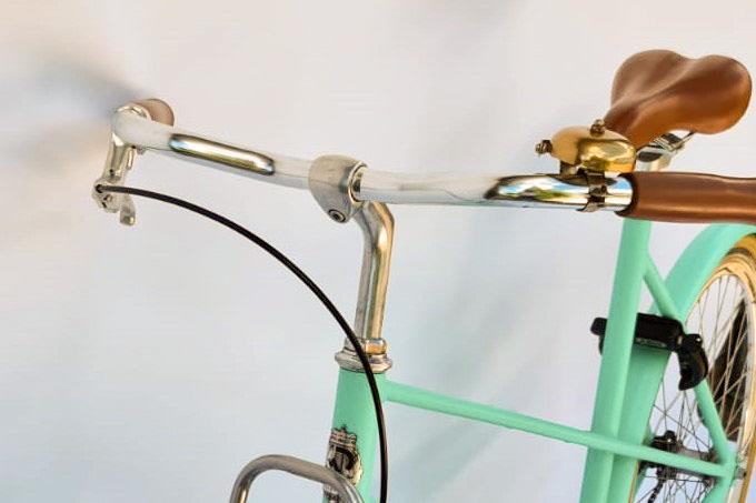 Veloretti caféracer minty mint detailfoto - stuur
